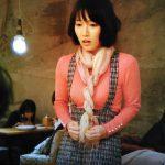 ドラマ「きみが心に棲みついた」吉岡里帆の衣装をプチプラで真似っこ!1話の合コンのピンクの袖口パールニットとチェックのツイードワイドパンツ