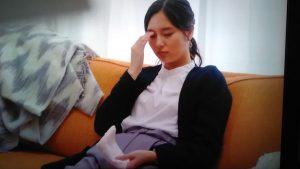ギルティ3話新川優愛衣装ラベンダー色のパンツ