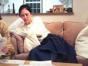 「隕石家族」5話結月(北香那)衣装アシンメトリーデニムスカート