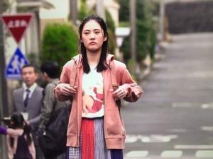 「隕石家族」5話北香那衣装ピンクパーカー