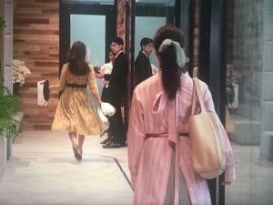 「私の家政婦ナギサさん」4話メイ(多部未華子)衣装ピンクシャツワンピース