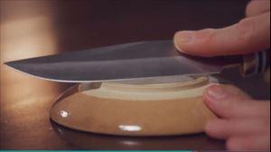 家政夫のミタゾノ2020,4話陶器のお皿で包丁研ぎ