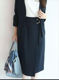 「SUITS」新木優子衣装黒のベルト付きタイトスカート