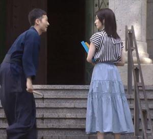 「リモラブ」美々(波瑠)衣装1話スカート