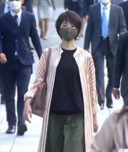 「リモラブ」美々(波瑠)衣装1話ストライプシャツワンピース