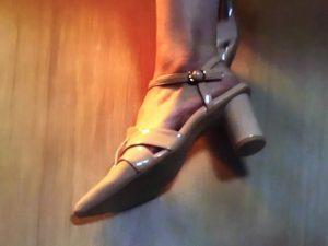 「ルパン娘」深田恭子衣装1話靴ピンクパンプス