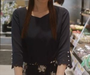 ドラマ「ルパンの娘2」3話三雲華(深田恭子)衣装ワンピース紺色のトップス